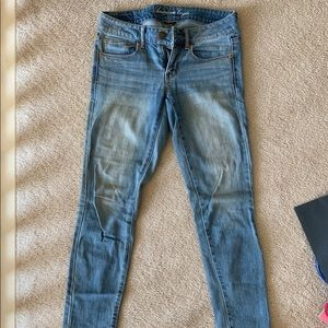 American Eagle Light Wash Skinny Jeans. Size 2